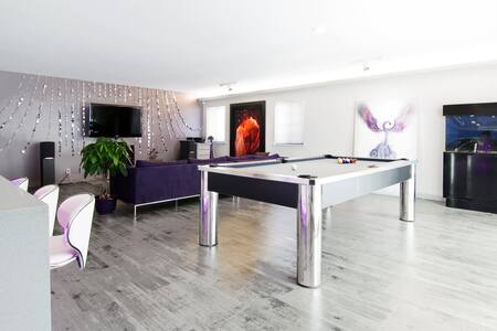 Stylish! 2 Rooms with Pool Table! - Ház