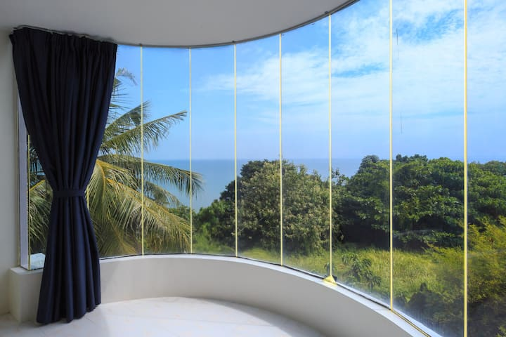 Spacious Home Spectacular Seaview Huge  Balcony