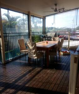 Spacious 4 bedroom Queenslander, 2 bathrooms - Brisbane - House