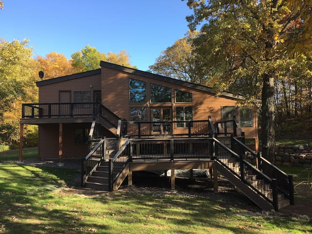 22 Oaks  Spacious,  secluded  Lake House