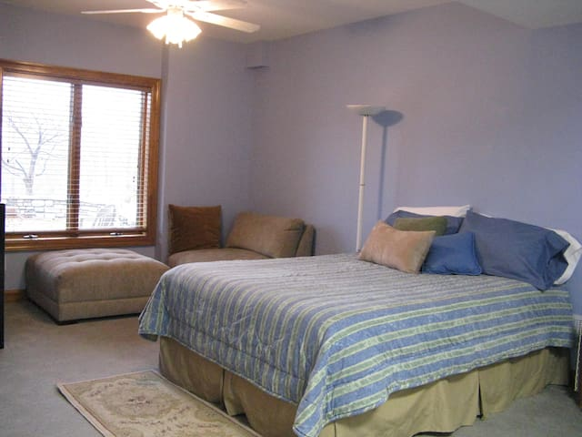 Large bedroom w/queen bed & comfortable seating.