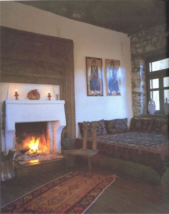 main inving room, huge fireplace