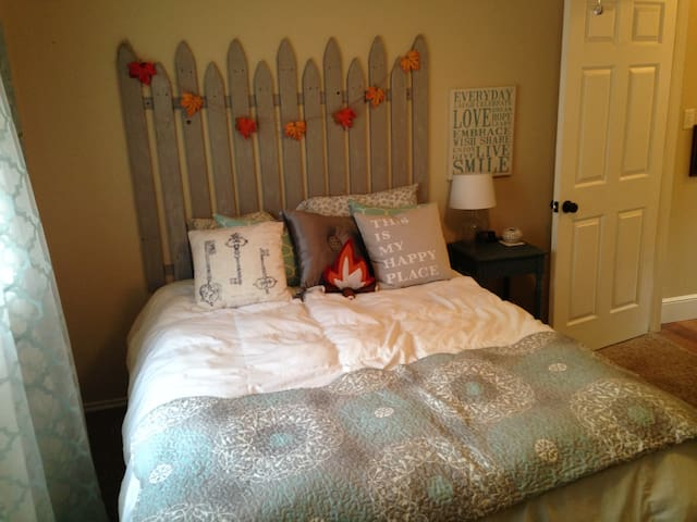 1-private bedroom in quiet N. Dallas neighborhood - Highland Village - Dom