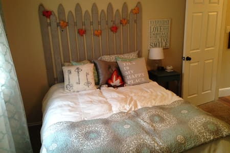1-private bedroom in quiet N. Dallas neighborhood - Highland Village - Casa