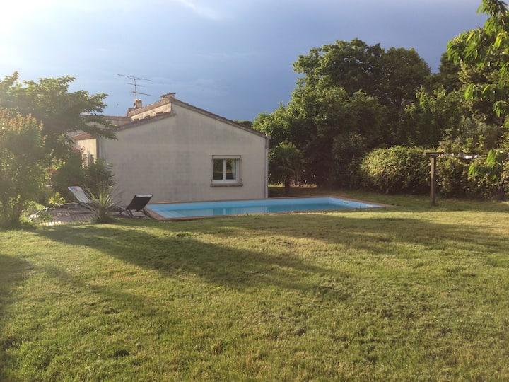 Villa très lumineuse avec piscine. Havre de paix.