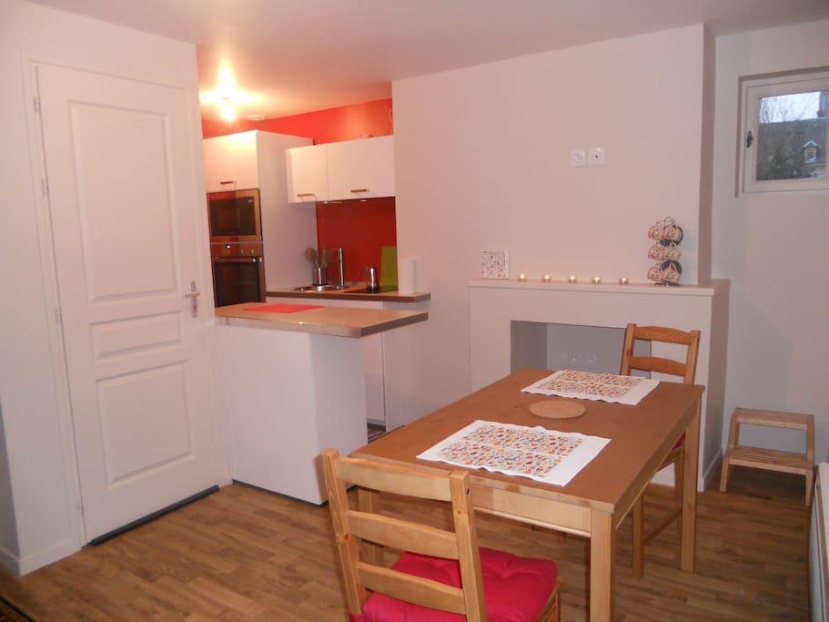 Séjour avec cuisine / Living-room and kitchen