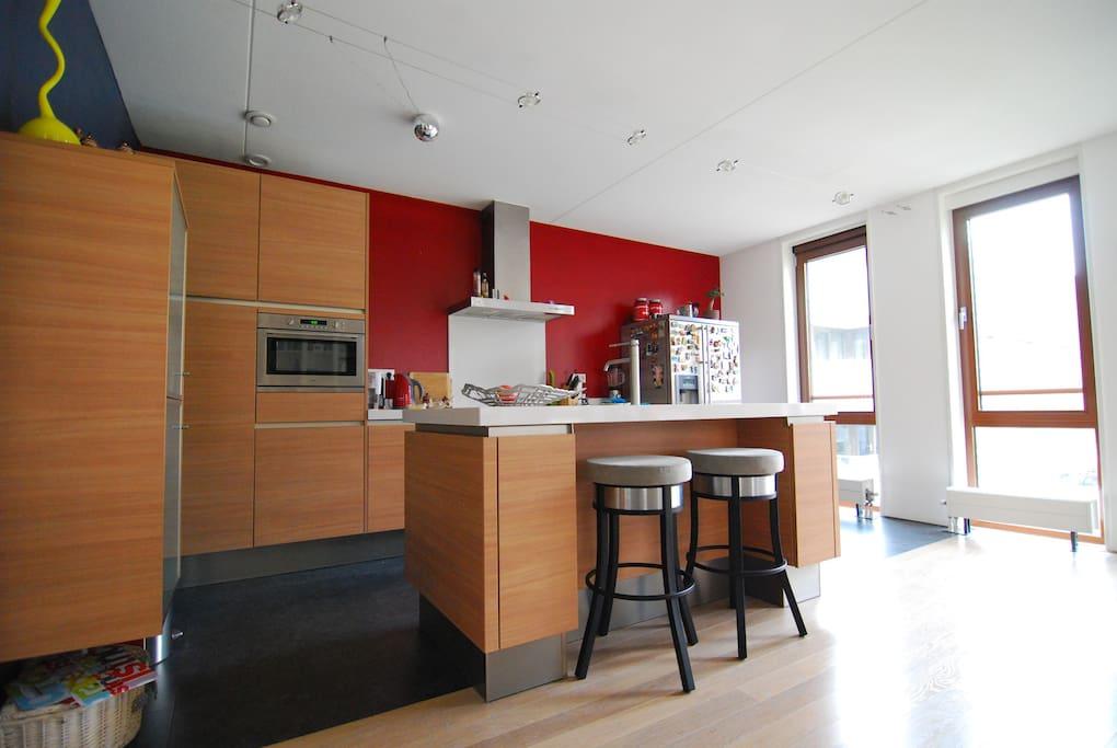 Open kitchen w/ island 1