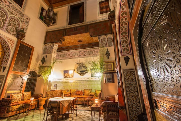 Private room de luxe at Riad Meski Guesthouse b&b