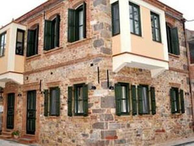 Frourio Apartments - Chios - Pis