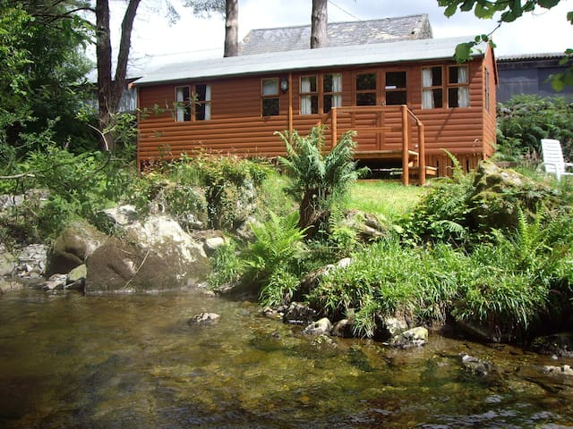 Colwyn Lodge set by the river - Beddgelert