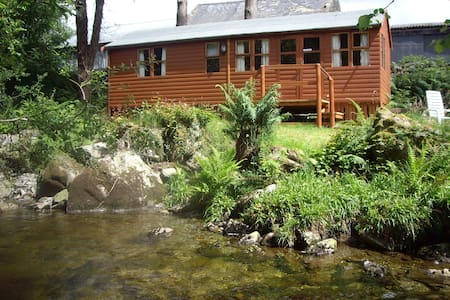 Colwyn Lodge set by the river - Cabin