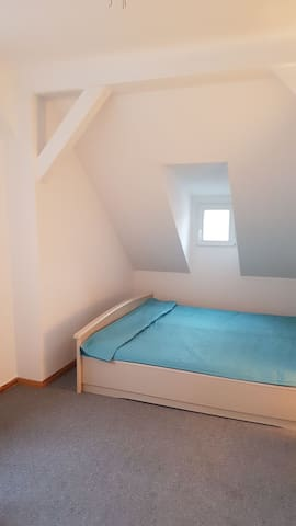 wunderschöne Dachgeschoss Zimmer - Berlin - Hus