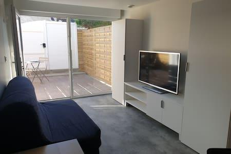 Studio indépendant avec terrasse