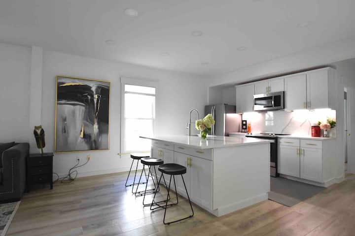 Fresh and Clean Downtown 2BR Noble Next to Bowdoin
