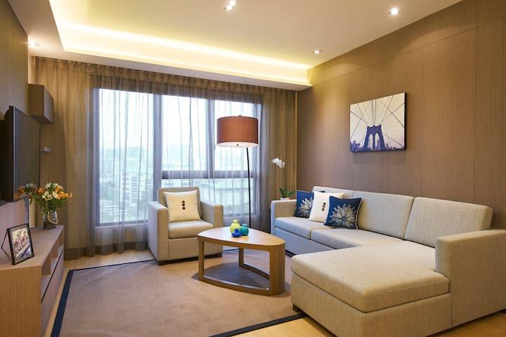 Beautiful 2 Bedroom Apartment in West Coast