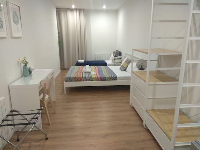 Big triple room with private bathroom and balcony