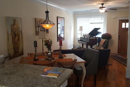 Downtown Davidson; 1-2 BR in new townhouse - Davidson