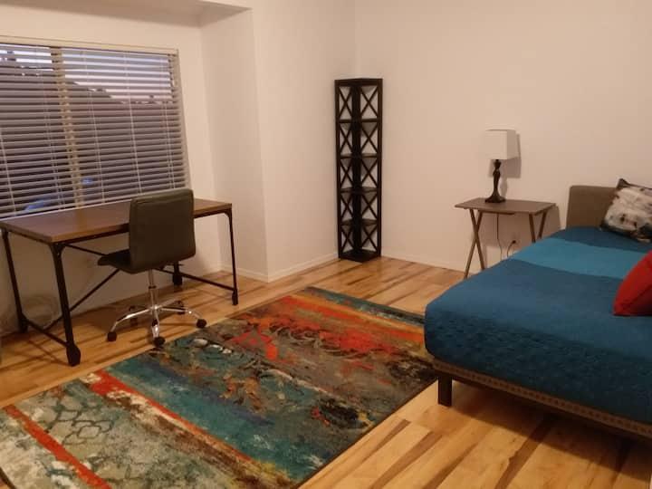 Phoenix OR Duplex-Full House Rental (1,100 Sq Ft)