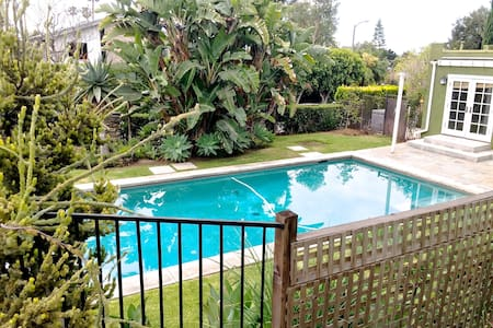 62 Poolside Bright Bungalow Near Beach Sleeps 2 - Los Angeles - Apartment