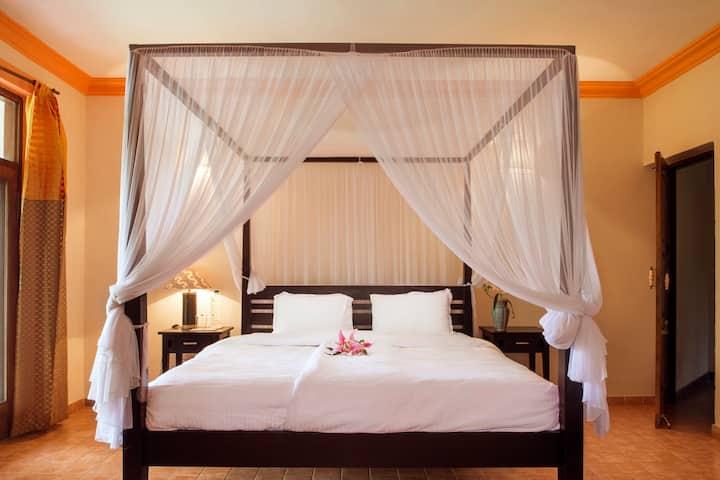 Room Amarela at Villa Morjim