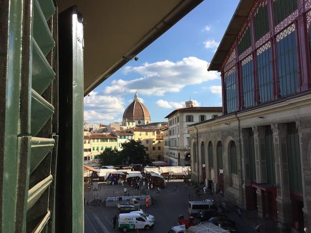 Apartment overlooking the Duomo II