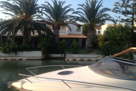 UNIQUE VILLA AT PORTO HYDRA with PRIVATE DOCK - Thermisia