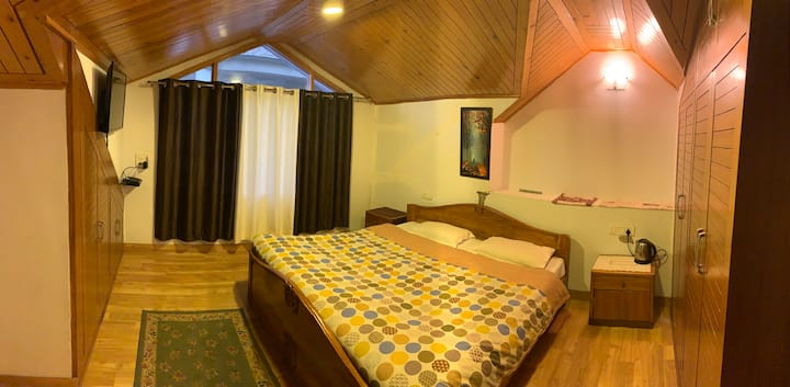 West End Enclave Homestay | Attic room