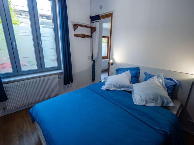 La chambre, calme et confortable