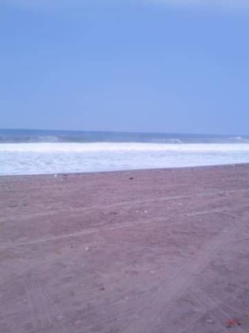 cerca al mar