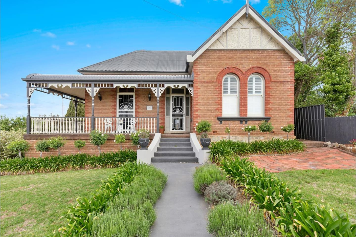 Federation Charm, only 400 metres from Goulburn Post Office.