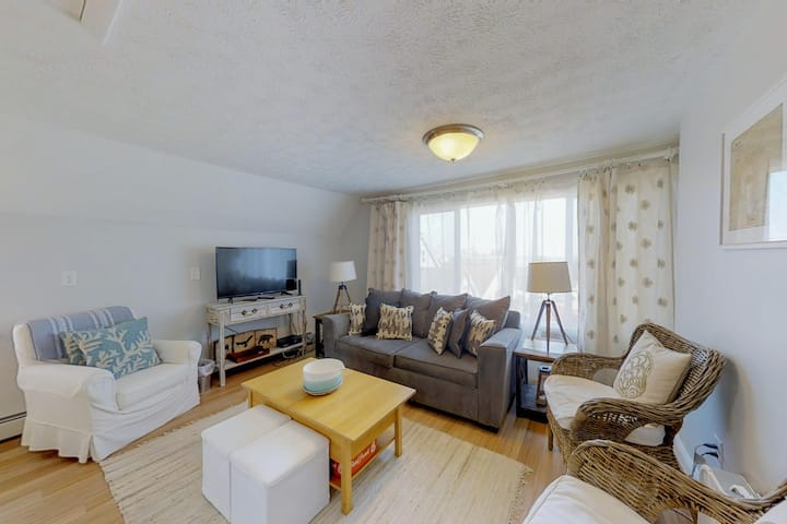 Charming, spacious home in town - walking distance to the beach!