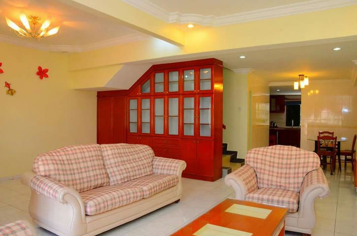 Family Home with Guarded & Gated. - Ayer Keroh - Casa