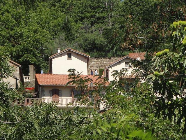 Au pied du Mont Lozère - Concoules - Casa