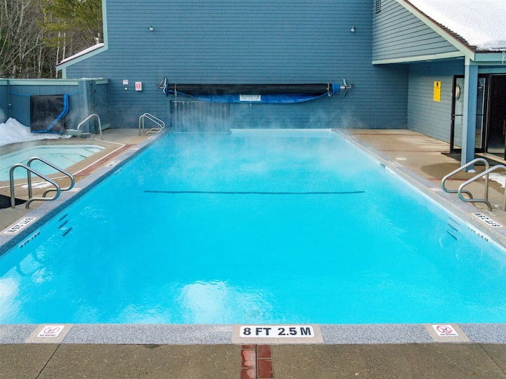 Slopeside Sunday River 2 bedroom/sleeps 7 condo Brookside 1A303- FIREPLACE/HOT TUB/POOL