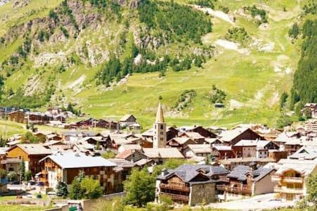 Val d Isère en plein été..emplacement exceptionnel