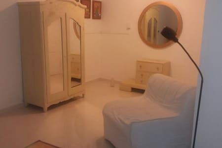 Recamara privada en casa canalera - Panamá - House