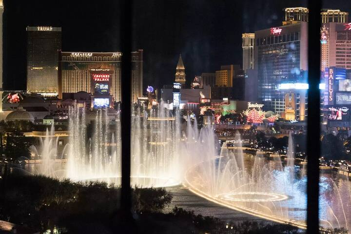 Bellagio Fountain View at Night