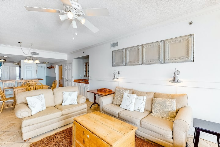 8th Floor comfortable, open condo with lovely views - beach chairs included!