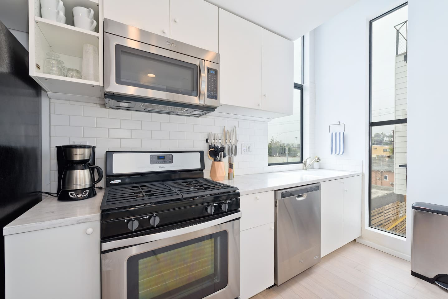 New Home. Steps to sand, Rooftop Deck (T2up) - Lofts for Rent in San ...
