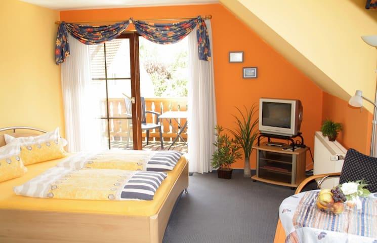 Gästezimmer, + reichhaltiges, regionales Frühstück - Fladungen - Casa de hóspedes