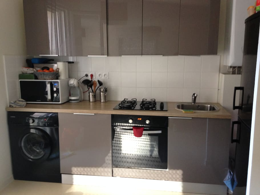 Lumineux moderne proche metro d apartments for rent in for Extra cuisine lyon