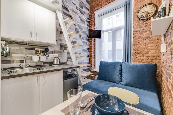 Jules Verne studio for three guests in the city centre. Трехместная студия в центре СПб