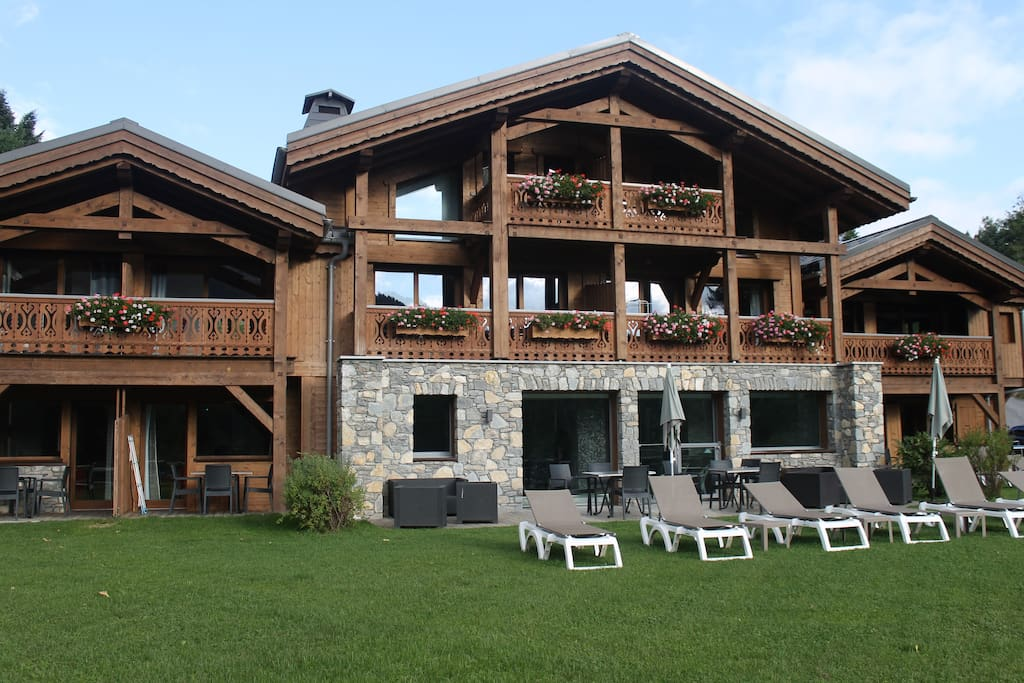 Chalets adelphine mitoyen et spa 4 6 pers chalets for Piscine les gets