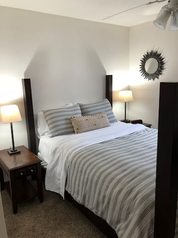 Suite & Convenient - Downtown Green Lake