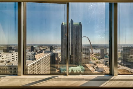 Luxury apartment with great views! - St Louis