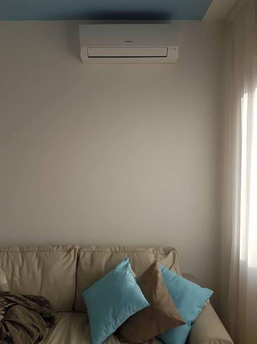 Sala con divano letto - dettaglio clima