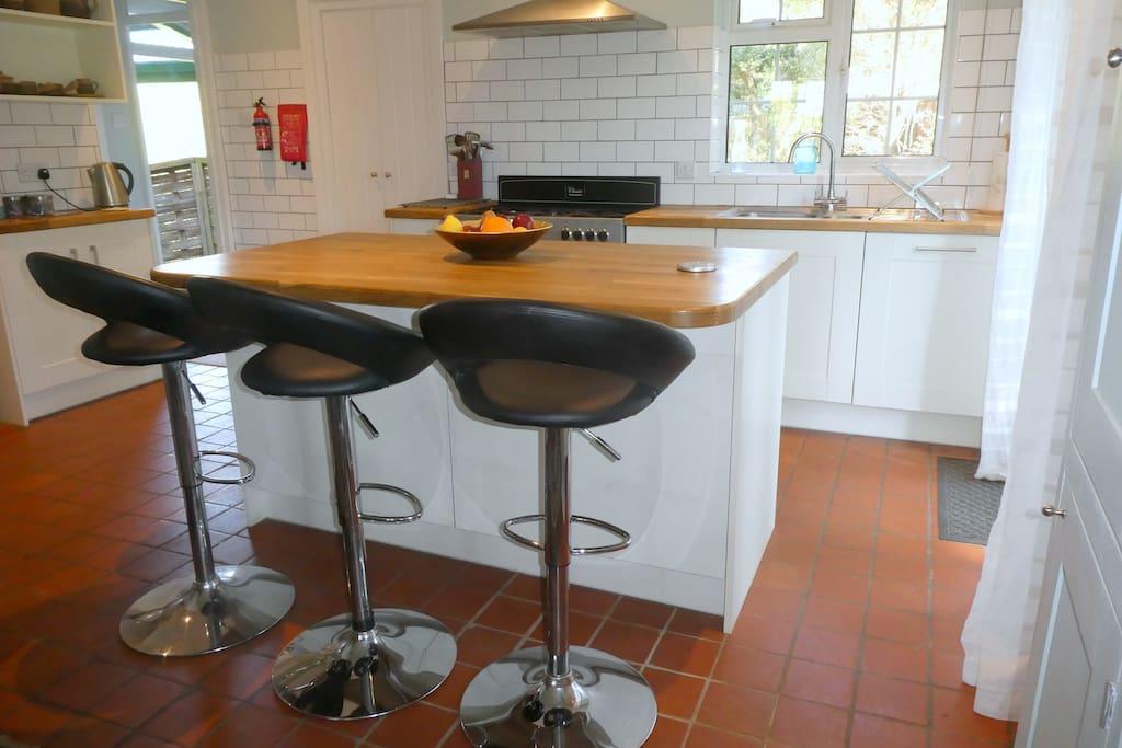 Kitchen dining Area - Breakfast Bar