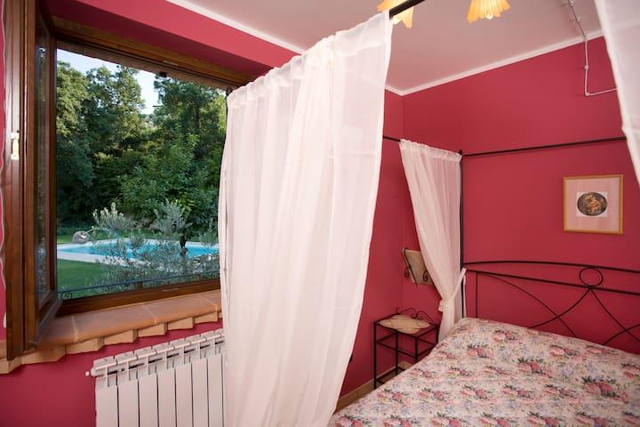 """Girasole farmhouse -The """"Il Caminetto"""" apartmenent - Montefalco - Huoneisto"""