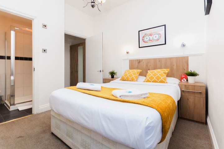 Double Room Ensuite London Zone 2