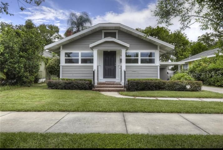 Renovated Bungalow only 2 mi from Downtown Orlando